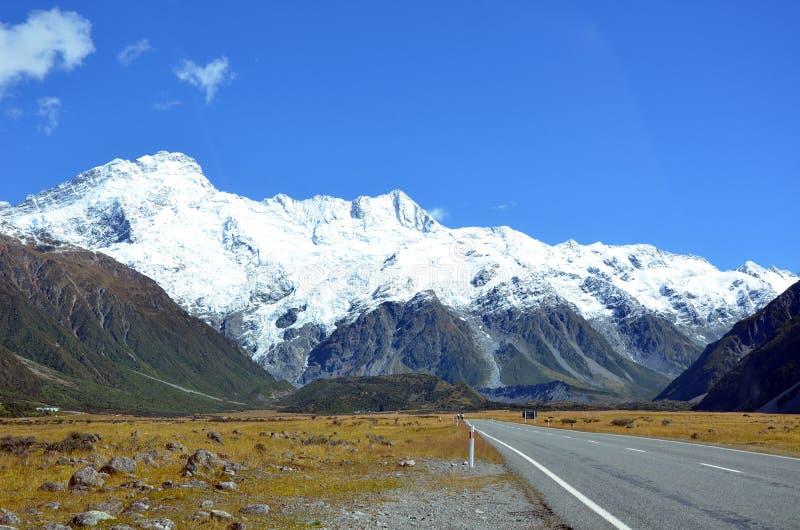 Camino a Aoraki y a x28; Mt Cook& x29; Nueva Zelanda fotografía de archivo libre de regalías