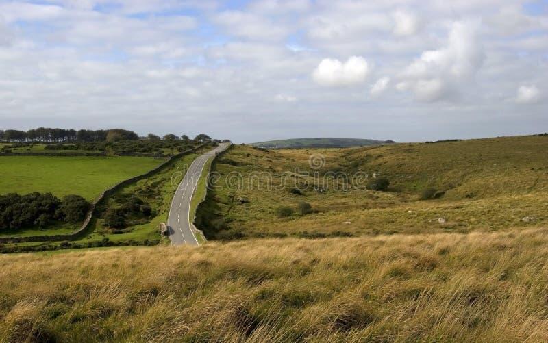 Camino con Dartmoor, Devon fotos de archivo libres de regalías