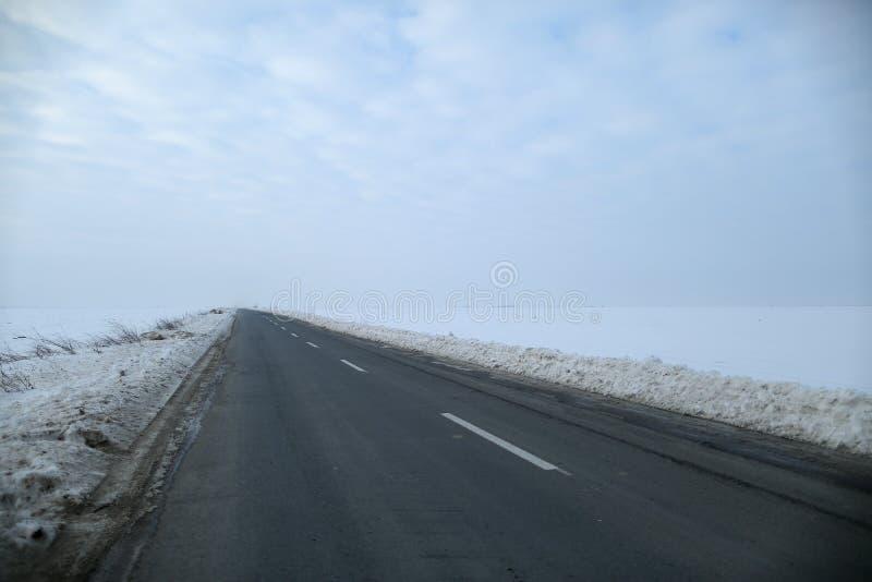 Camino con nieve imagen de archivo libre de regalías