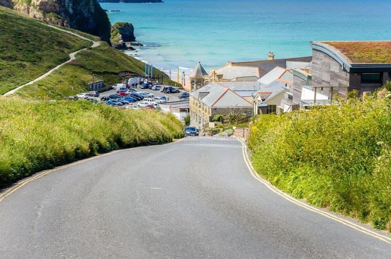 Camino costero que sube escarpado en Cornualles fotografía de archivo libre de regalías