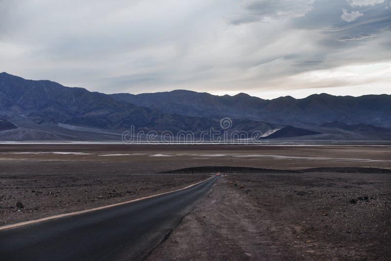 Camino de Death Valley fotos de archivo libres de regalías
