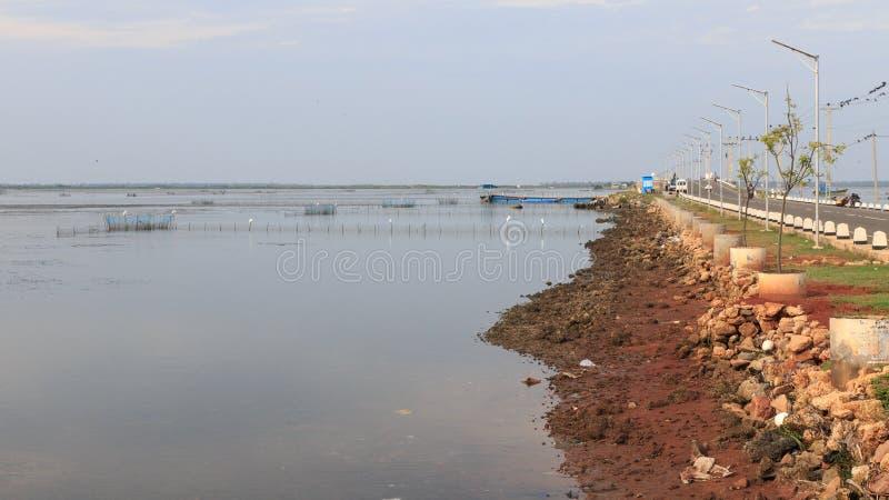 Camino de Jaffna Pannai Kayts - terraplén - Sri Lanka imagenes de archivo