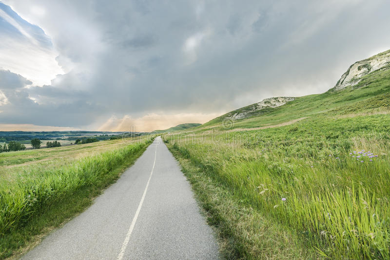 Camino de la bici en parque del rancho de Glenbow fotos de archivo
