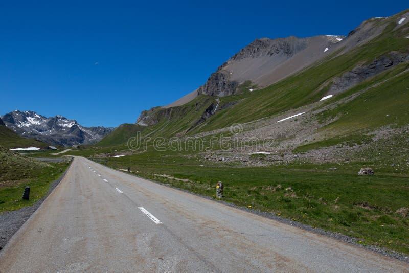 Camino de la cumbre del Albula en Suiza fotografía de archivo libre de regalías