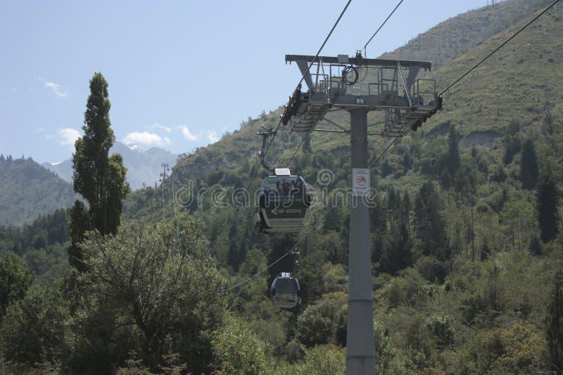 Camino de la góndola a Almaty imágenes de archivo libres de regalías