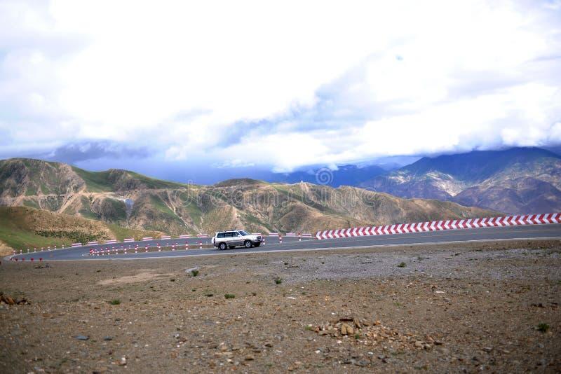 Camino de la meseta de Qinghai-Tíbet imágenes de archivo libres de regalías