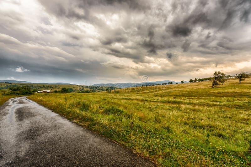 Camino de la montaña del país foto de archivo libre de regalías