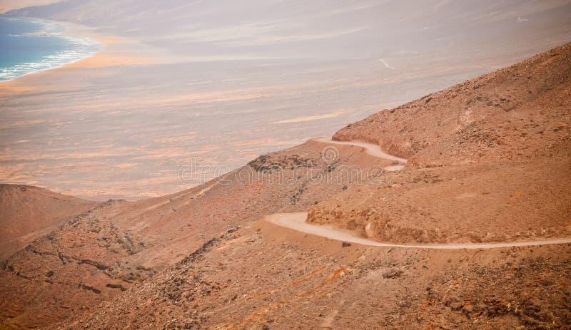 Camino de la montaña en Fuerteventura imágenes de archivo libres de regalías