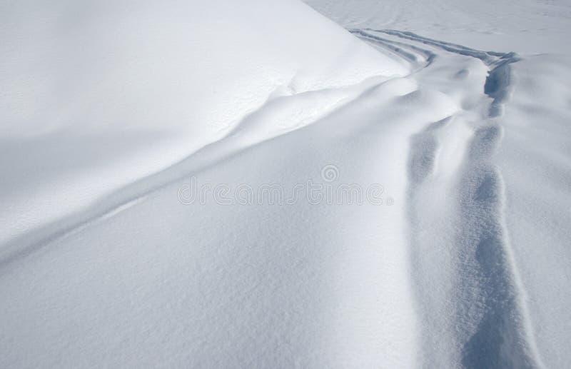 Camino de la nieve del invierno imágenes de archivo libres de regalías