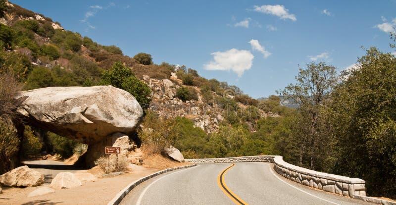 Camino de la roca del túnel fotos de archivo