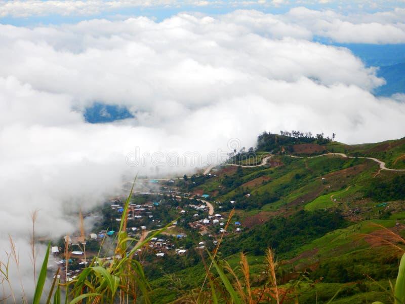 Camino de la serpiente en montaña fotos de archivo
