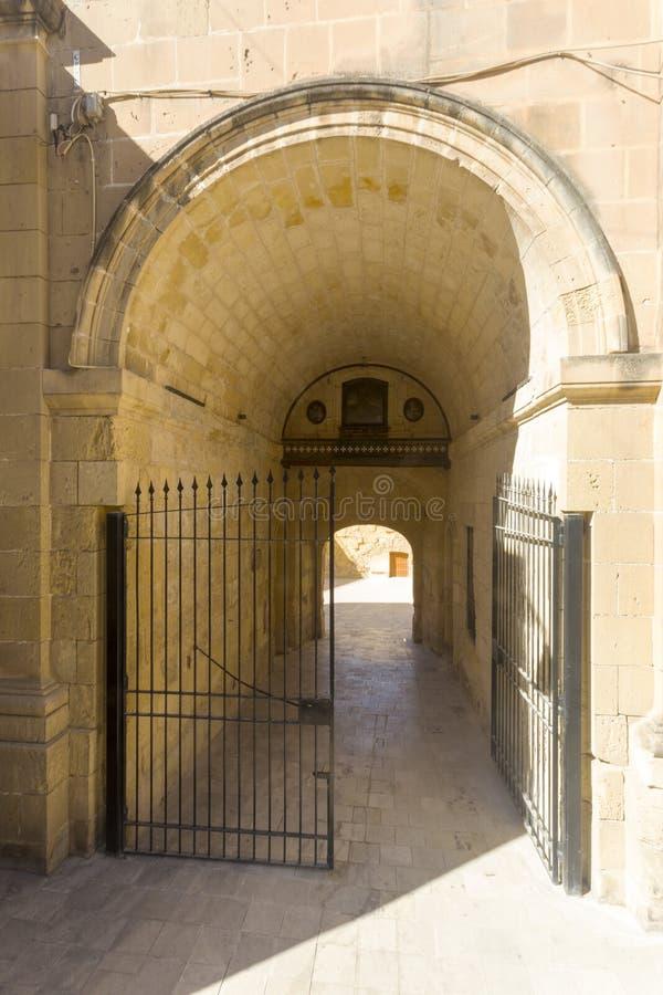 Camino de paso en Birgu, Malta foto de archivo libre de regalías