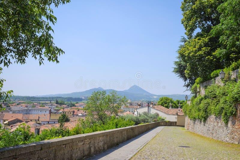 Camino de piedra en una vieja parte de la ciudad en Monselice fotos de archivo libres de regalías