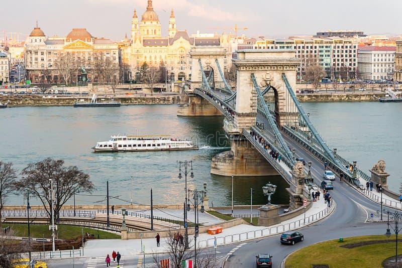Camino de Szechenyi del puente de cadena a través del Danubio del sho de Buda imagen de archivo