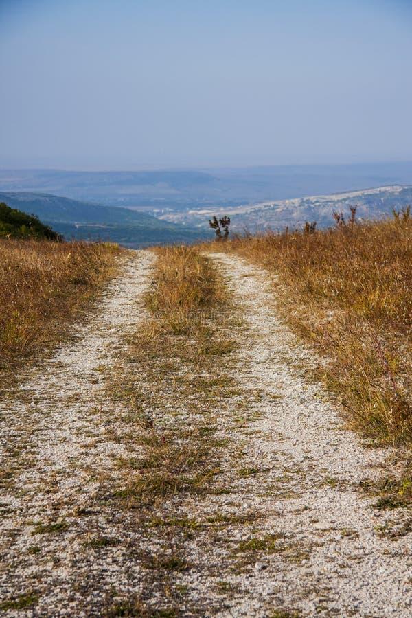 Camino de tierra de la montaña fotos de archivo