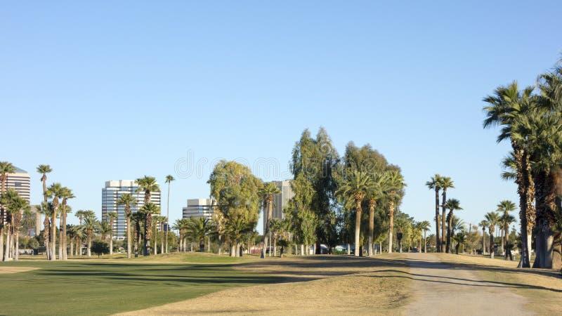 Camino de tierra a Phoenix céntrica, AZ imágenes de archivo libres de regalías