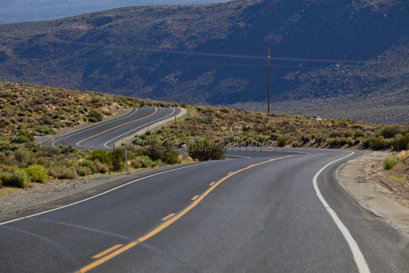 Camino de torneado, asfalto, carretera de la curva, imágenes de archivo libres de regalías