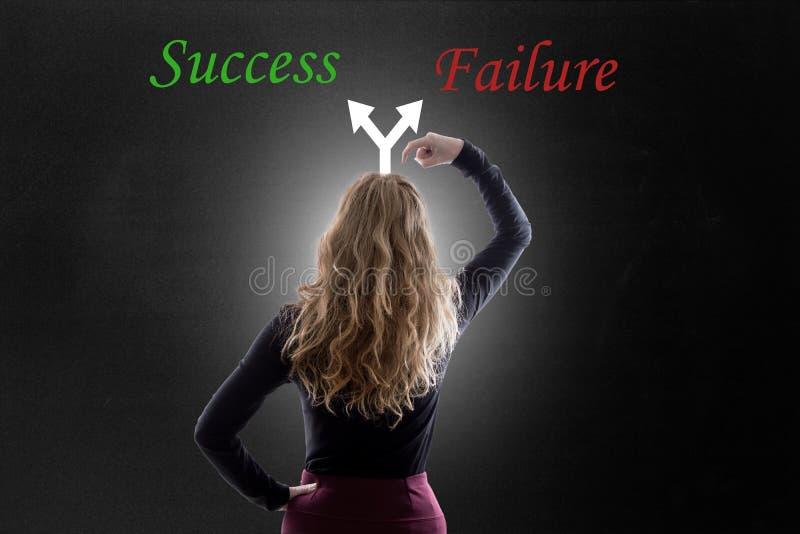Camino del éxito o del fracaso imagen de archivo