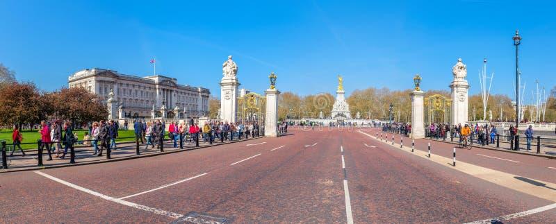 Camino del estímulo por el Buckingham Palace imagen de archivo