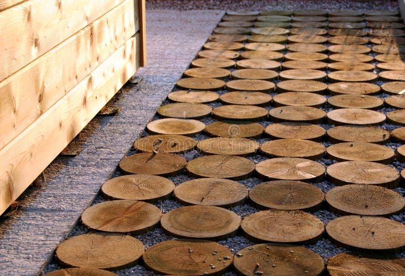 Camino del jardín de la madera de la impregnación imagen de archivo