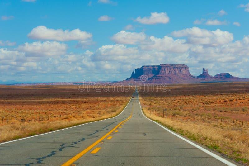 Camino del oeste lejano imagenes de archivo