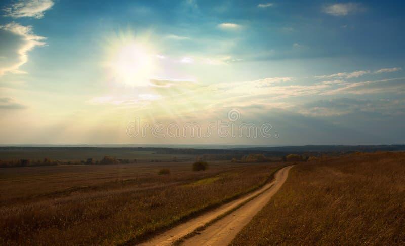 Camino del otoño del campo fotografía de archivo libre de regalías