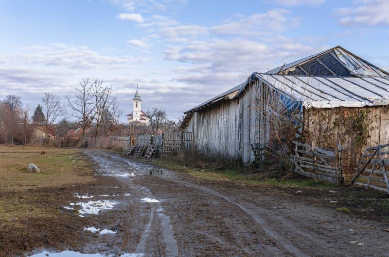 Camino del pueblo rural foto de archivo libre de regalías