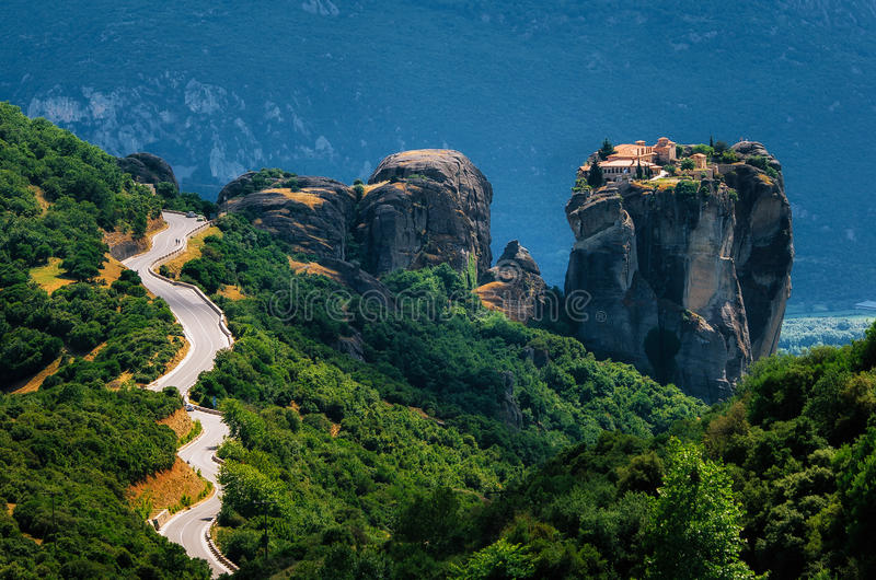 ¿? camino del urve al monasterio de la trinidad santa, Meteora, Grecia fotos de archivo