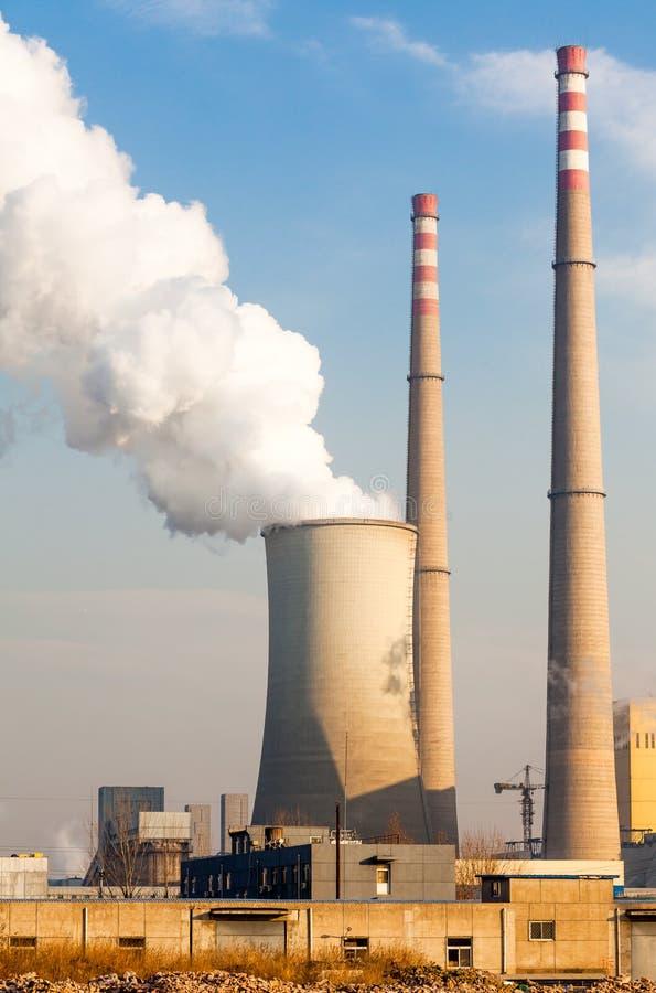 Camino della centrale elettrica immagine stock