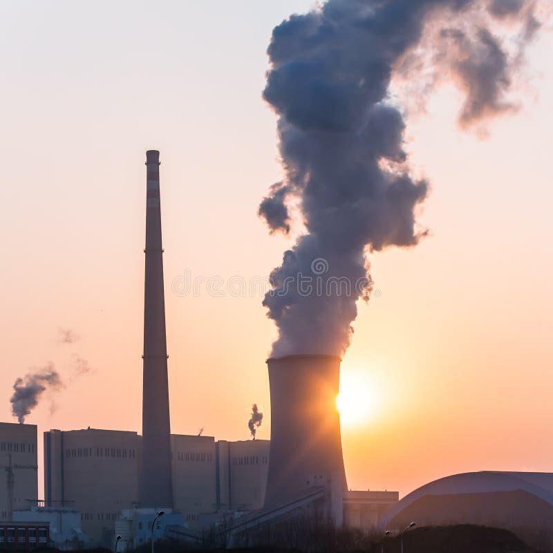 Camino della centrale elettrica immagini stock