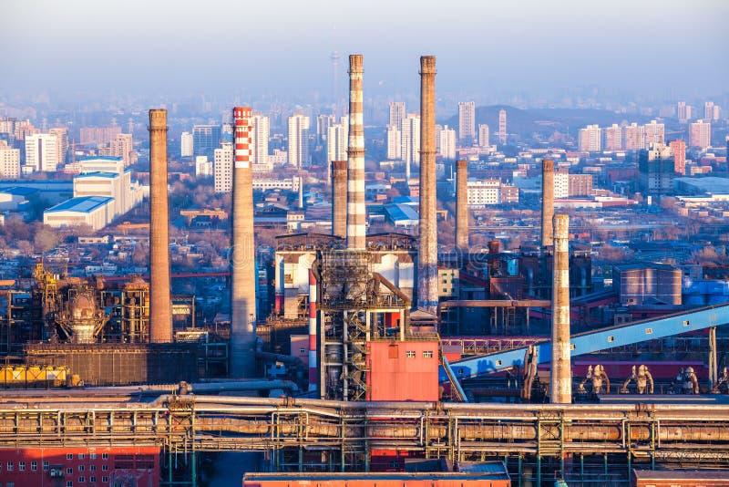 Camino della fabbrica dell'industria pesante a Pechino fotografia stock libera da diritti