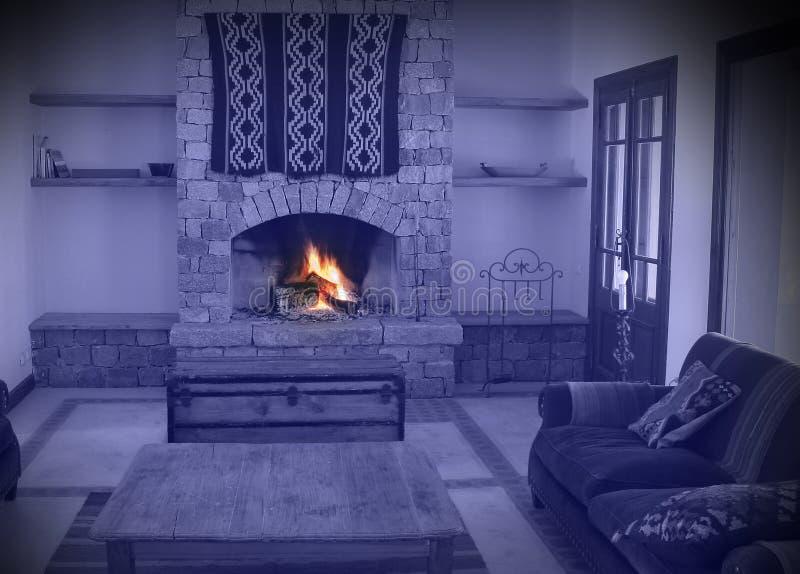 Camino di una casa calda immagini stock libere da diritti