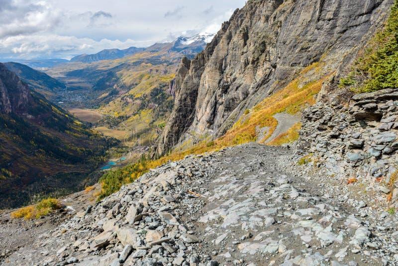 Camino duro de la alta montaña fotografía de archivo