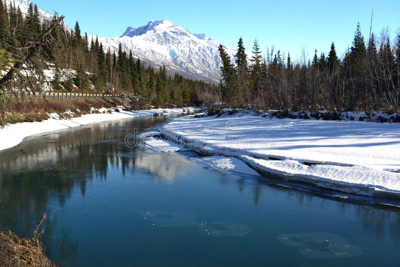 Camino a Eagle River Park, Alaska imagen de archivo libre de regalías