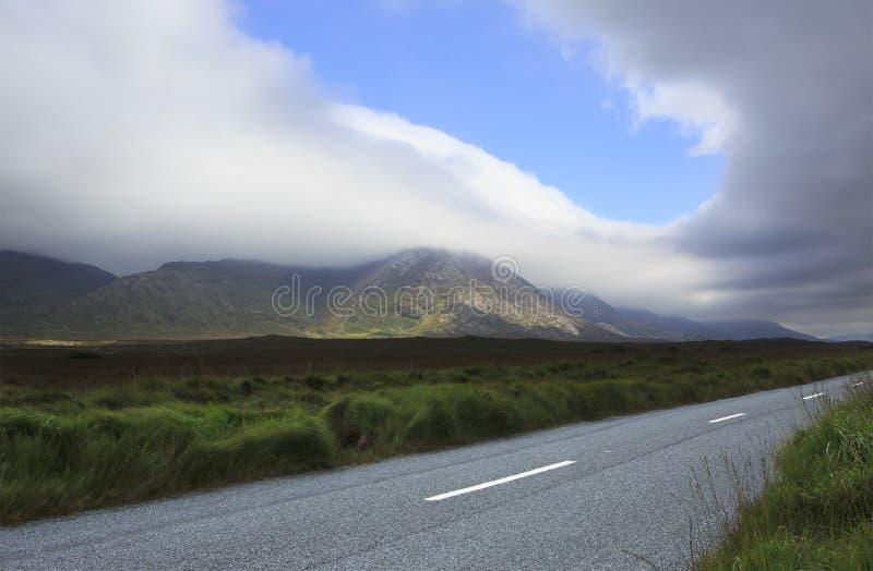 Camino en el parque nacional Connemara fotografía de archivo libre de regalías