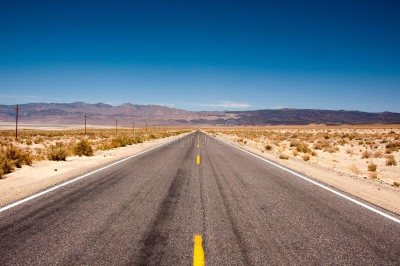 Camino 190 en el parque nacional de Death Valley, California fotos de archivo libres de regalías