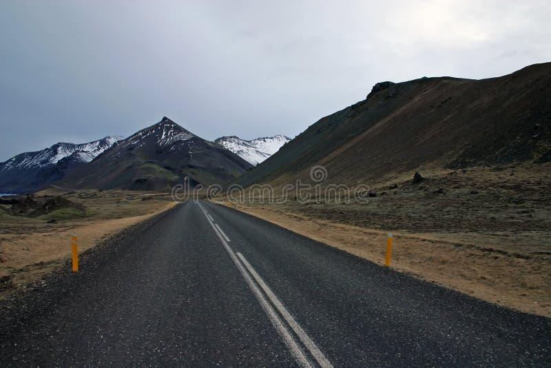 Camino en Islandia foto de archivo libre de regalías