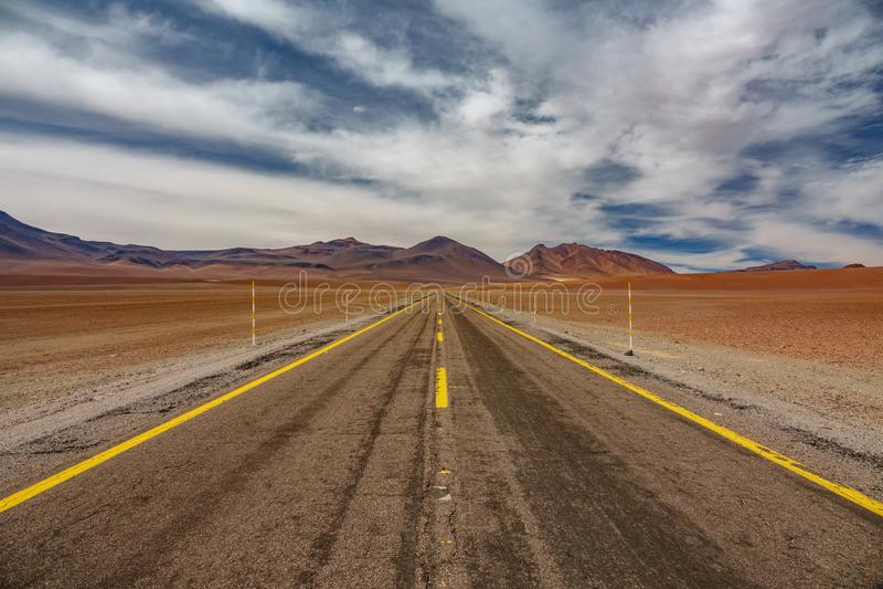 Camino en la alta meseta de Atacama imágenes de archivo libres de regalías
