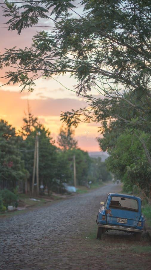 Camino en la ciudad argentina Wanda foto de archivo libre de regalías