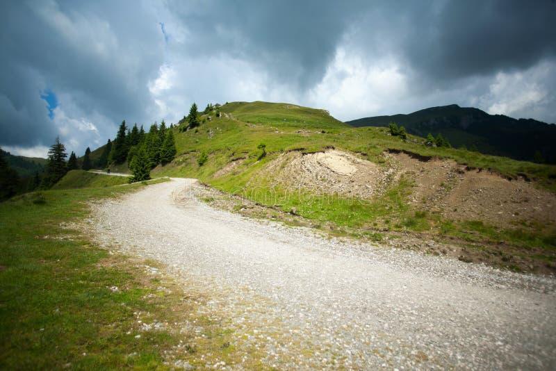 Camino en las colinas imagen de archivo