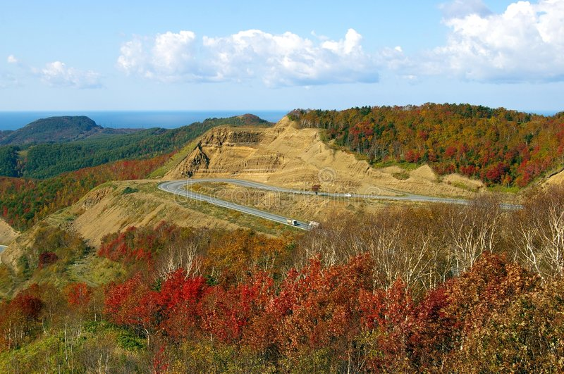 Camino en montaña del otoño fotografía de archivo libre de regalías