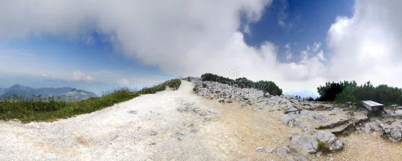 Camino en nubes fotografía de archivo