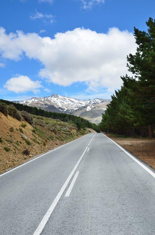 Camino español de la montaña imagen de archivo