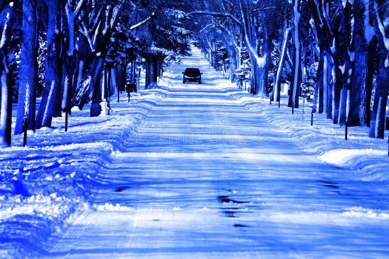 Camino frío del invierno de la nieve Nevado fotos de archivo libres de regalías