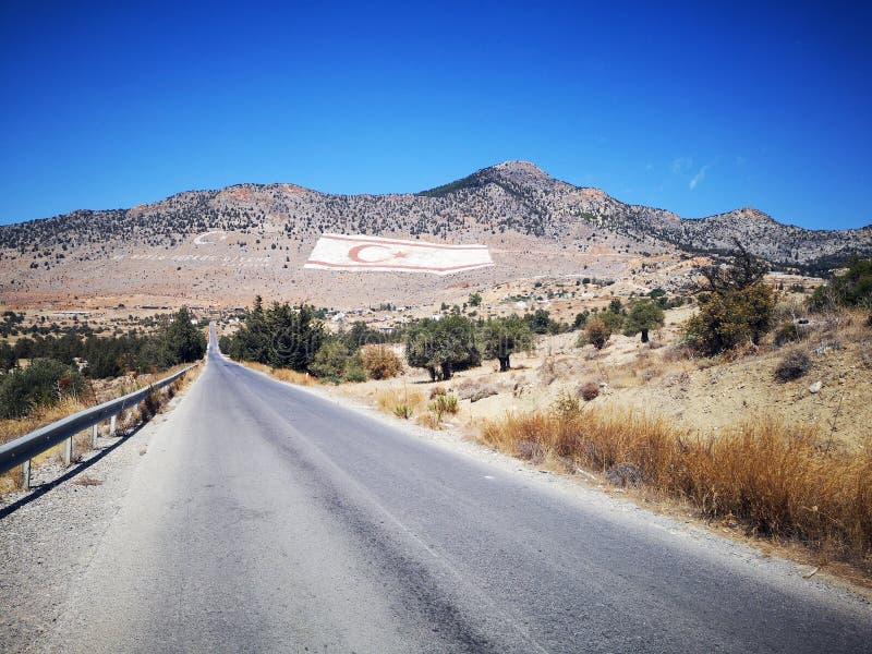Camino a la montaña - Chipre del norte imágenes de archivo libres de regalías