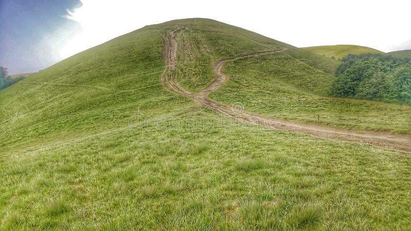 Camino a la ojeada de la montaña fotos de archivo