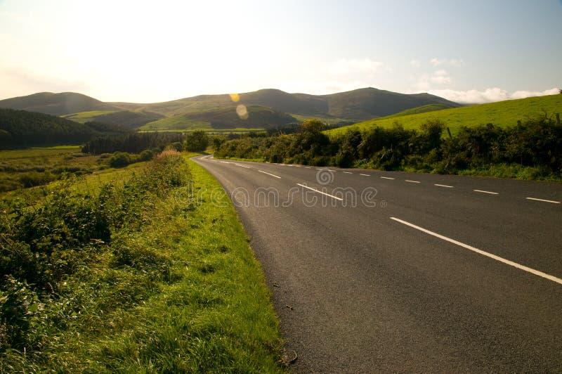Camino a las colinas inglesas fotos de archivo