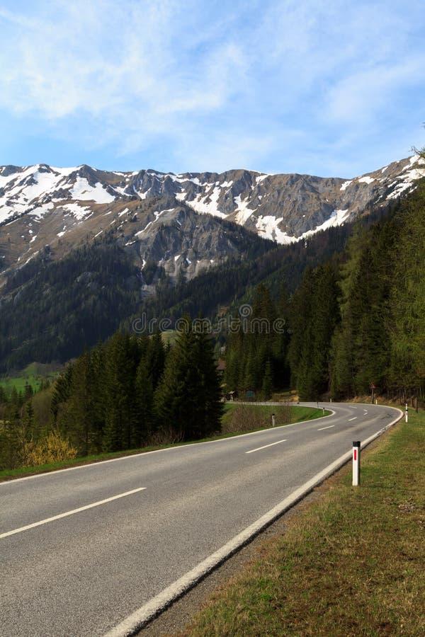Camino a las montañas fotografía de archivo