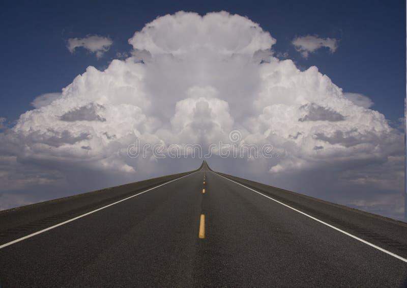Camino a las nubes fotos de archivo