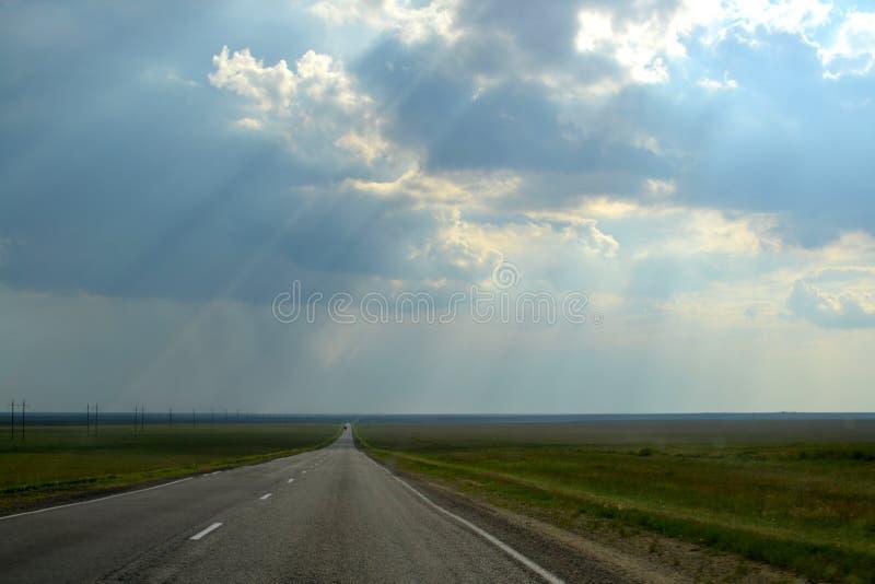Camino más allá del horizonte imagen de archivo